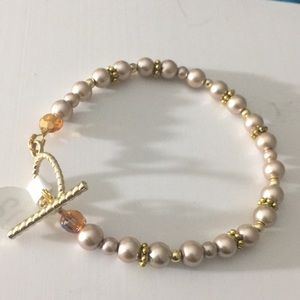 Jewelry - Pale brown and gold faux pearl bracelet